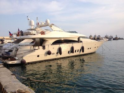 Sale the yacht Dominator 86 S